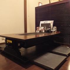 壁側の手前のお座敷テーブル席★仕切りを外せば隣と合わせて8名~12名までOK。