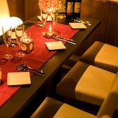 1~3名様 × 6席、3名~6名様 × 2席 席は写真のように結合して並べることもできます!テーブルは最大30名様まで【神田駅北口徒歩1分:お仕事帰りの一杯から、飲み会・宴会、貸切パーティーまでご好評頂いております!気さくなスタッフが皆さんをお待ちしております!】