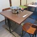 6名掛けのテーブル席。お隣との席間隔を保っておりますので、安心してご利用いただけます