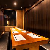 団体様大歓迎!落ち着きのある宴会個室は、団体様用の広々としたお席も豊富にご用意しております♪さらに、お得な幹事様1名無料のクーポンも掲載中!個室希望でしたら、まずは横浜店にお気軽にお問い合わせください。横浜の個室宴会に話題沸騰中です!【横浜駅徒歩1分 横浜全席個室居酒屋 六郷 横浜店】