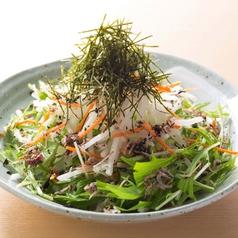 料理メニュー写真水菜と梅じゃこの大根サラダ