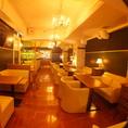 【フロア貸切】20~30名様のお客様は、2F貸切がオススメ!おしゃれで落ち着いた空間のソファー席を貸切って、ゆったりとしたパーティを楽しめます。