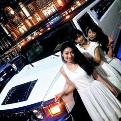 リムジン女子会パーティー!車内には女子会バルーンの装飾とリムジンで飲む格別のスパークリングワインがフルボトルで2本付きます!!
