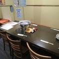 6名掛けのテーブル席。お隣との席間隔を保っておりますので、安心してご利用いただけます。