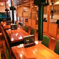 人数に応じて移動可能なテーブル席をご用意しております。会社帰りなど様々なシーンにご利用下さい。