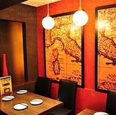 南イタリアをイメージしたテーブル席です【町田 女子会 誕生日 肉 ワイン 貸切】