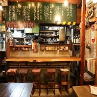 【1階】大衆酒場感溢れる店内で、1人飲みにも人気…