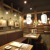 和のテイストを大切にした空間。提灯の和紙の照明が懐かしくも新しい雰囲気を演出。
