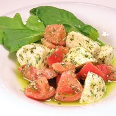 料理メニュー写真カプレーゼ(トマトとモッツァレラチーズのサラダ)