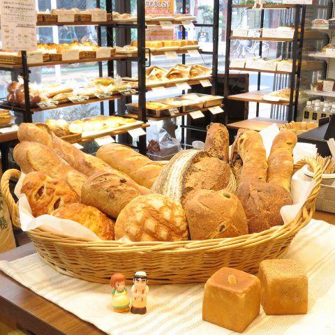 当店のパンは、ゆっくり発酵させて育てた天然酵母に、厳選した素材を合わせて、毎日丁寧にひとつひとつ焼いています☆是非一度ご賞味ください♪