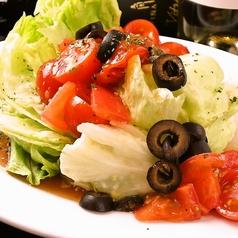 料理メニュー写真レタスとトマトマリネのサラダ / 旬の野菜の自家製バーニャカウダー