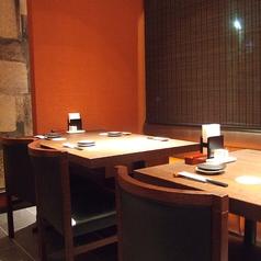 テーブル席は2名席、4名席が多数。様々な用途でご利用いただけます。