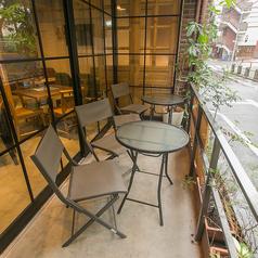 テラス席をご用意しています。※テラス席でのみ喫煙できます♪開放感のある二人だけの特別な空間をご用意させて頂きます!美味しい食事と会話を楽しむ時間は二人の距離もグンと近づけます♪