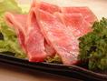 肉の魅力を最大限に引き出すカット法で、さまざまな食感を楽しんで頂ます。