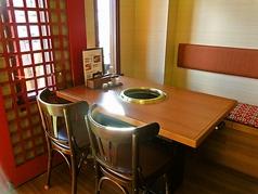 テーブル席:4名×4