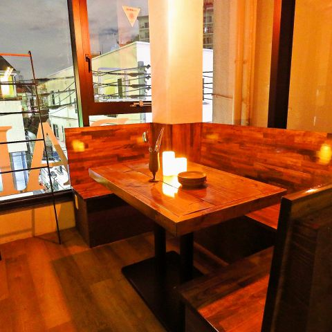 テーブル席は6名様までOK!1部屋のみのためご予約は必須です!
