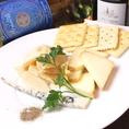 【おすすめメニュー】ワインのお供にぜひ!チーズの盛り合わせ900円☆