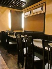 ご友人とのお食事、飲み会から会社宴会にもご利用頂ける広々としたテーブル席をご用意しております。