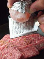 ピンクの岩塩で肉旨し!!