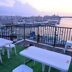 屋根なし席からは大桟橋とサンセットを!予約がおすすめです。