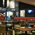 広々とした店内空間でお食事をお楽しみいただけます。レイアウトも変更可能ですので、様々なシーンでご利用いただけます。