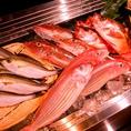 その日一番の魚を仕入れるため、旬のものを味わえます。コースにも魚料理多数ございます。