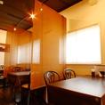 30席(カウンター4席、個室4席、テーブル20席)、最大約30名様収容可能です。