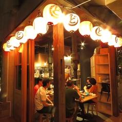 涼しい季節には、ドアを開けてオープンテラスも可能♪夜風に吹かれながら焼肉をおたのしみいただけます!