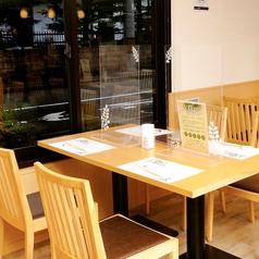 2名様~ゆっくりすごせるテーブル席。友人・ご家族とのお食事や、飲み会にも★お席をくっつけると、最大20名様もOK!レイアウトもお気軽にご相談ください。