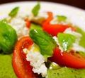 料理メニュー写真水牛のモッツァレラチーズのカプレーゼ