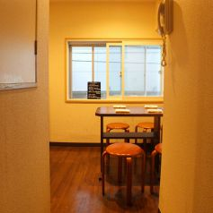 【2階】変わったつくりの2階の奥…こちらを進むと