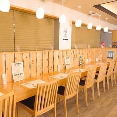 おひとり様も大歓迎のカウンター席。サクッとご飯もゆっくり過ごしたいカフェタイムにもピッタリ!