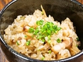 料理メニュー写真ベーコンとごぼうの混ぜご飯