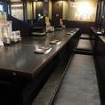 店内中央にある大きなカウンター席。カップルやお一人様にオススメの席