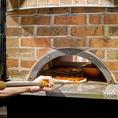 石窯で焼き上げたアツアツのピッツァはすべてのお客様に大人気の逸品です!生地や食材だけでなく、焼き方にもこだわるのが「ベティ64」♪
