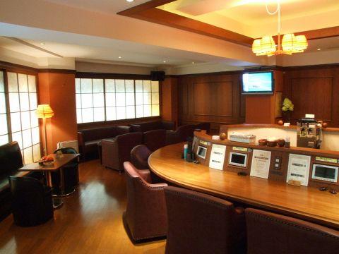 カラオケや高級なお酒が楽しめる、貸切も可能な隠れ家バー。飲み放題&歌い放題です。