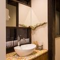 1階奥には歯磨きスペースをご用意しております。京都やまちやで取り扱っている「薬用なたまめ柿渋歯磨き」のサンプルもご用意しておりますので、ご自由にご利用下さい。