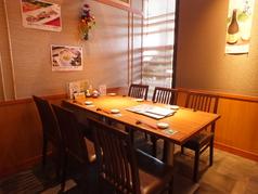 壁紙にもこだわった素敵な個室です!ご希望の際は早い予約をおすすめ致します。