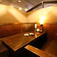 人気の個室ロフト席。階段を上がって入るお席で、秘密基地みたいな感覚を味わえるお席です。6名様まで座れる個室ですので、デート、女子会、友人との宴会など、小規模な宴会向きなお部屋です。