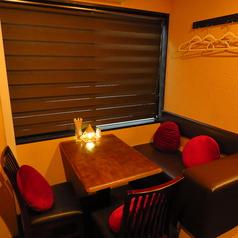 4名様まで着席可能なテーブル席は親しいお仲間との飲み会にピッタリ!使い勝手の良いテーブル席です。ご宴会も受け付けております!