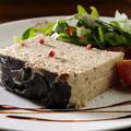 料理メニュー写真黒トリュフと鶏肉・豚レバーのパテ