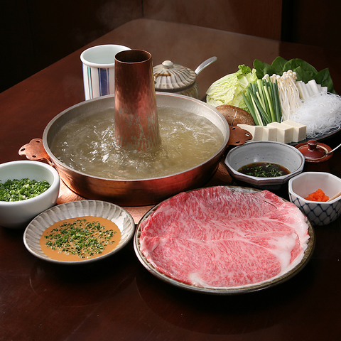 季節の日本料理と、厳選した牛肉を使った伝統のしゃぶしゃぶをお楽しみ下さい。
