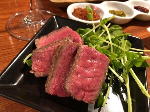 全国から選りすぐった国産牛の赤身肉と世界5大ウィスキーなど多彩なドリンクを堪能♪