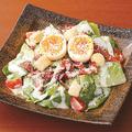 料理メニュー写真国産ロメインレタスのコク旨濃厚シーザーサラダ