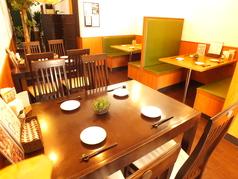 広々としたテーブル席♪ソファーの座席もございますので、お子様連れのお客様も安心です。