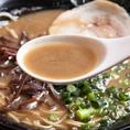 自慢のとんこつラーメン。豚骨、丸鶏、鶏ガラ、高級野菜、魚介系のスペシャルコラボスープ♪ランチタイムでも楽しめます