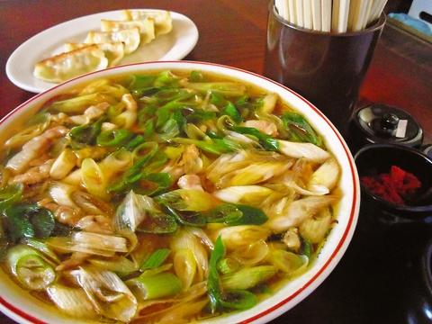 名物は葱たーっぷりの葱ラーメン。時期ごとで品種が変わる、葱の旨さを堪能しよう!