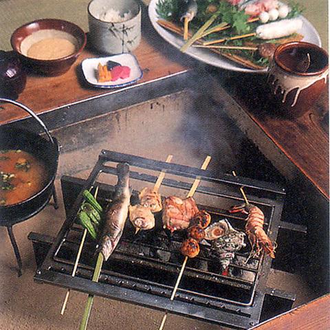 全室囲炉裏付!四季折々の景色とお料理をゆっくりと楽しめる、非日常の空間です♪
