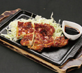 料理メニュー写真鶏もも鉄板焼(甘辛たれ)