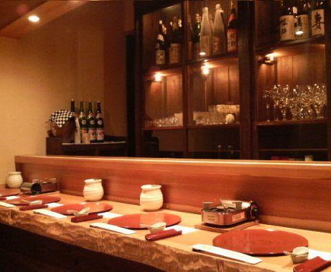 広々した店内で、鳥取の旬の新鮮食材を堪能できる。接待使いにもぴったり。